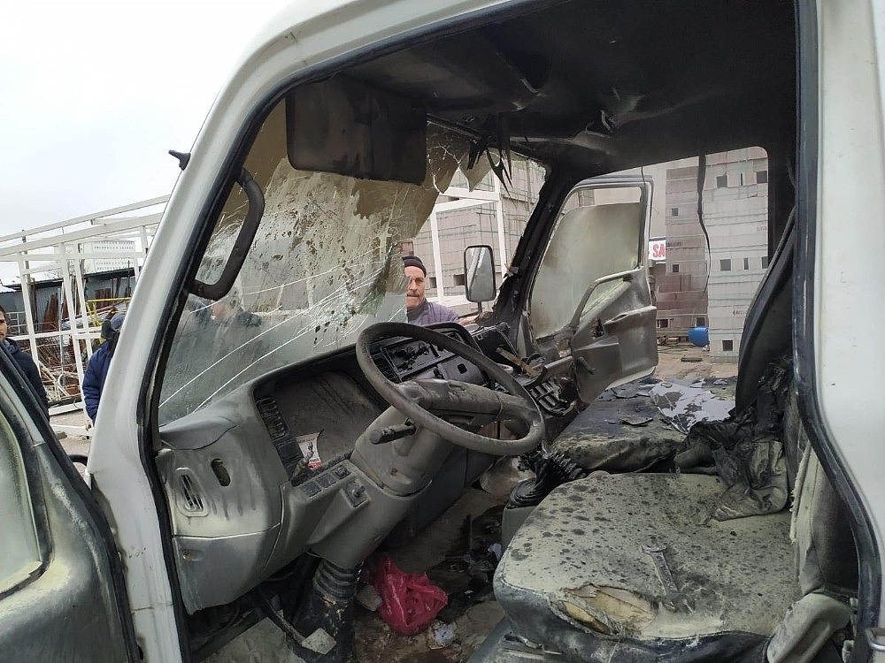 2020/02/karamanda-park-halindeki-kamyonette-yangin-20200213AW93-2.jpg