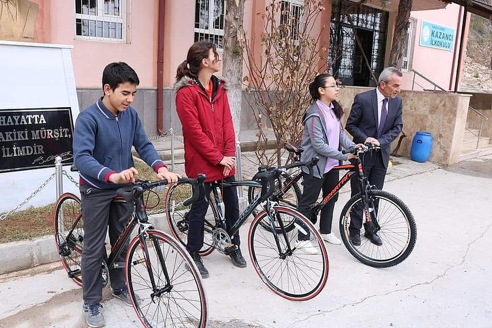 2020/02/kazancida-okul-birincilerine-bisiklet-odulu-20200221AW94-1.jpg