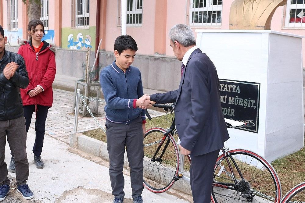 2020/02/kazancida-okul-birincilerine-bisiklet-odulu-20200221AW94-2.jpg