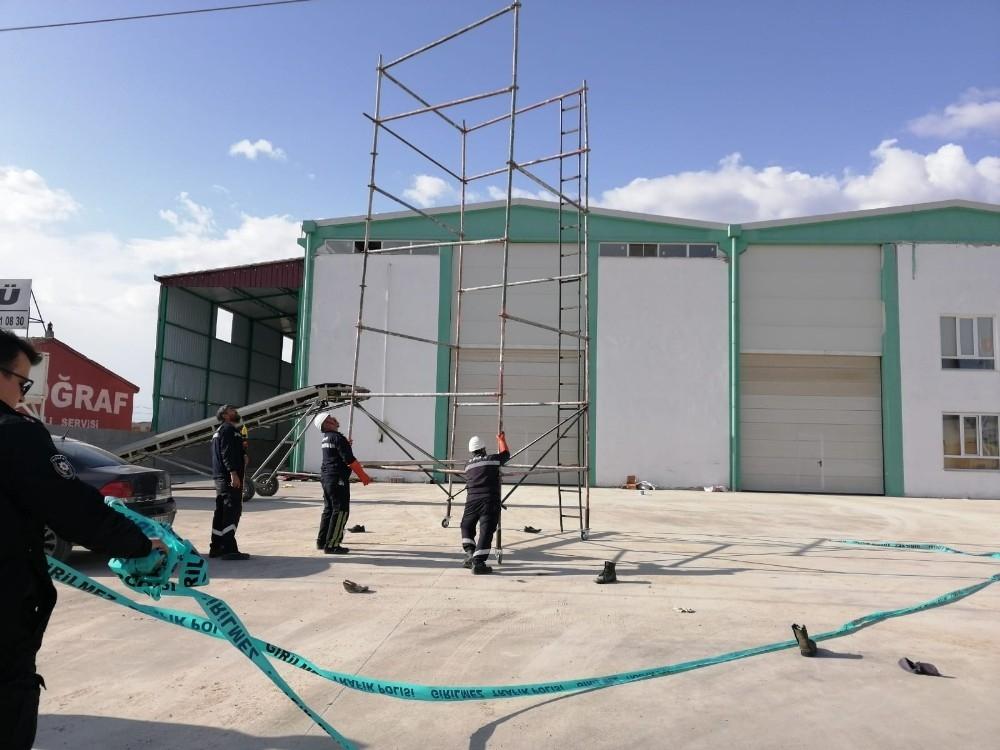 2020/03/iscilerin-tasidigi-demir-elektrik-tellerine-temas-etti-3-yarali-20200324AW97-3.jpg
