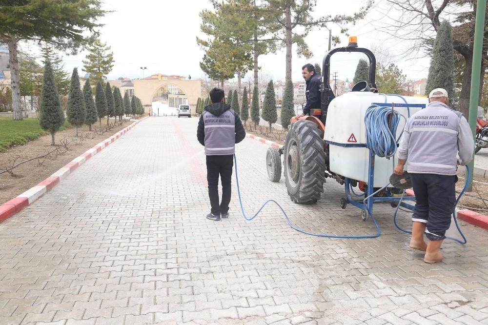 2020/03/karaman-belediyesi-korona-viruse-karsi-mezarliklari-dezenfekte-etti-20200326AW97-1.jpg