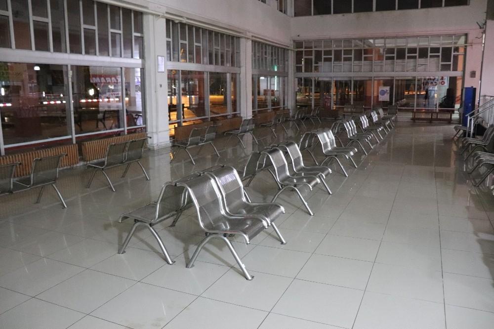 2020/03/karamanda-tren-gari-ve-otobus-terminali-sessizlige-burundu-20200329AW97-1.jpg