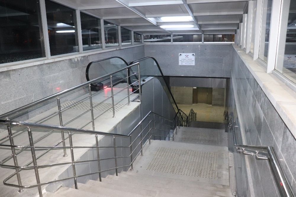 2020/03/karamanda-tren-gari-ve-otobus-terminali-sessizlige-burundu-20200329AW97-4.jpg