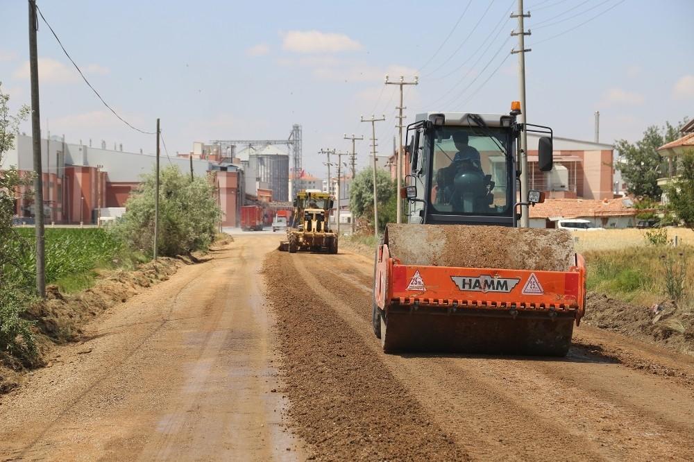 2020/06/karaman-belediyesi-acik-cezaevi-yolunu-asfaltliyor-20200628AW05-2.jpg