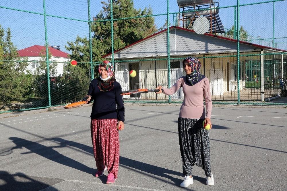 2020/08/yoruk-kizlari-tenis-kursuna-salvarla-katildi-20200808AW08-1.jpg