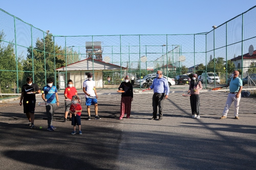 2020/08/yoruk-kizlari-tenis-kursuna-salvarla-katildi-20200808AW08-4.jpg
