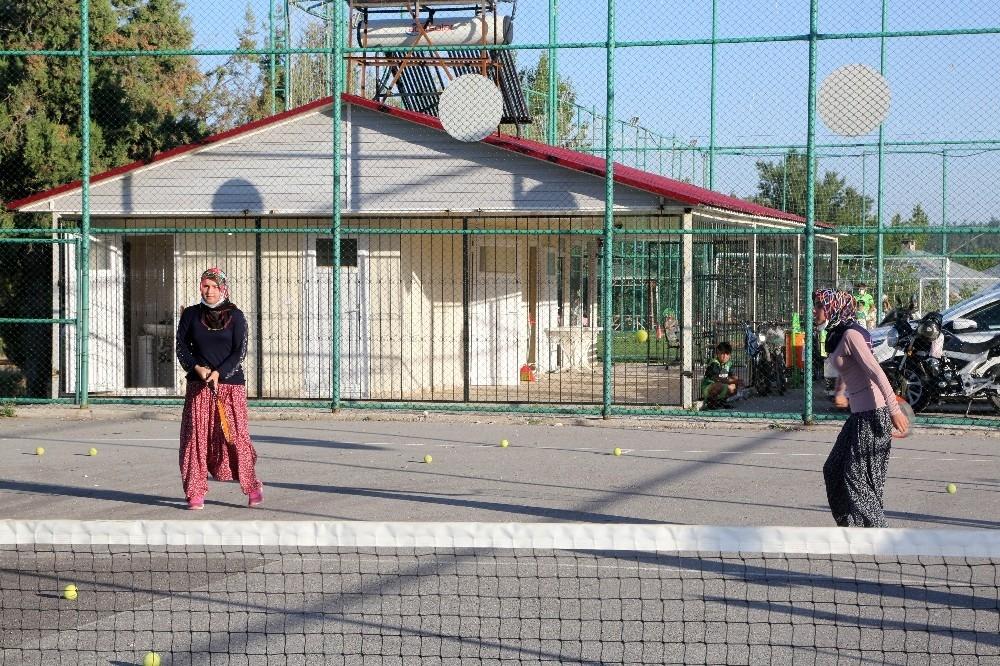 2020/08/yoruk-kizlari-tenis-kursuna-salvarla-katildi-20200808AW08-6.jpg