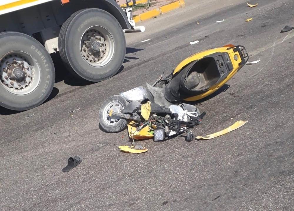 2020/09/tirla-carpisan-motosikletteki-4-yasindaki-cocuk-hayatini-kaybetti-20200908AW10-1.jpg
