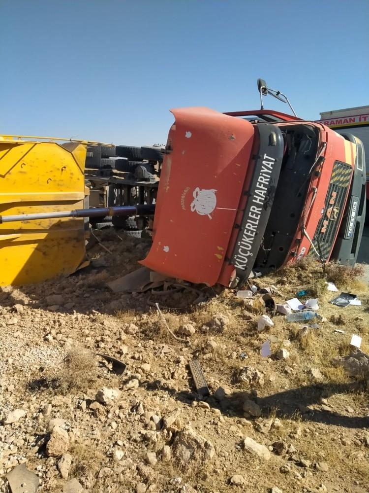 2020/10/karamanda-devrilen-kamyonun-surucusu-yaralandi-20201017AW14-1.jpg