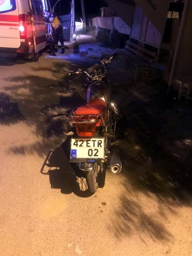 2020/10/motosiklet-hafif-ticari-araca-arkadan-carpti-2-yarali-20201012AW13-4.jpg
