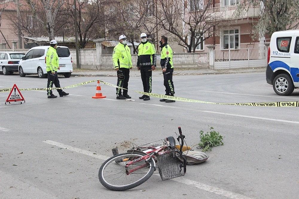 2020/11/karamanda-bisikletli-yasli-adama-carpan-arac-kacti-20201130AW17-2.jpg