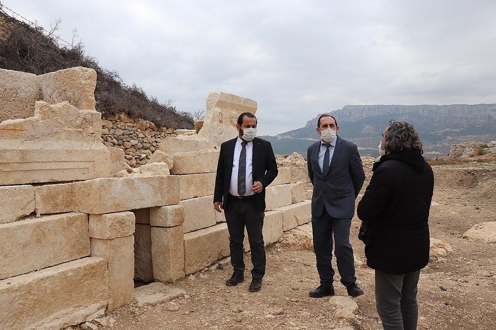 2020/12/rektor-akgul-ermenekte-devam-eden-arkeolojik-kazilari-yerinde-inceledi-20201204AW18-5.jpg