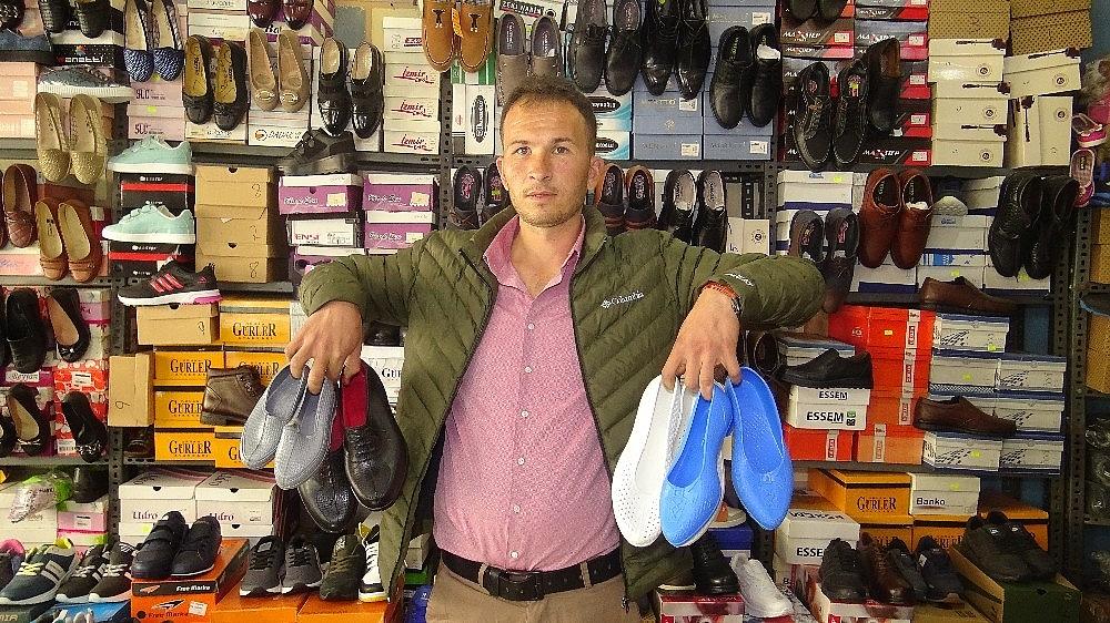 2021/01/kara-lastik-ayakkabi-ve-yemeni-yeniden-vitrinlerde-20210112AW21-1.jpg
