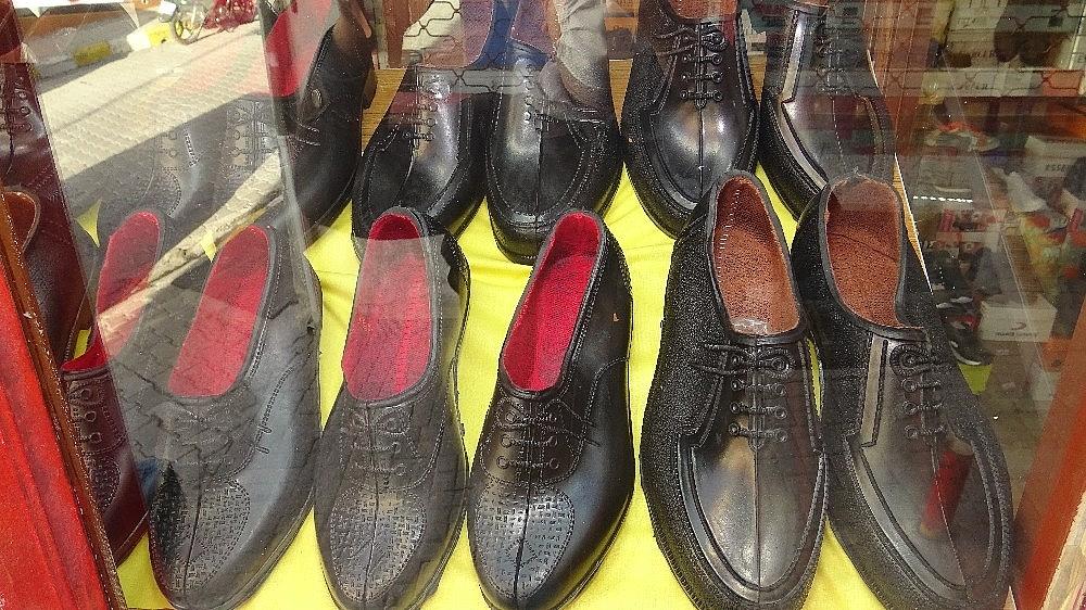 2021/01/kara-lastik-ayakkabi-ve-yemeni-yeniden-vitrinlerde-20210112AW21-5.jpg