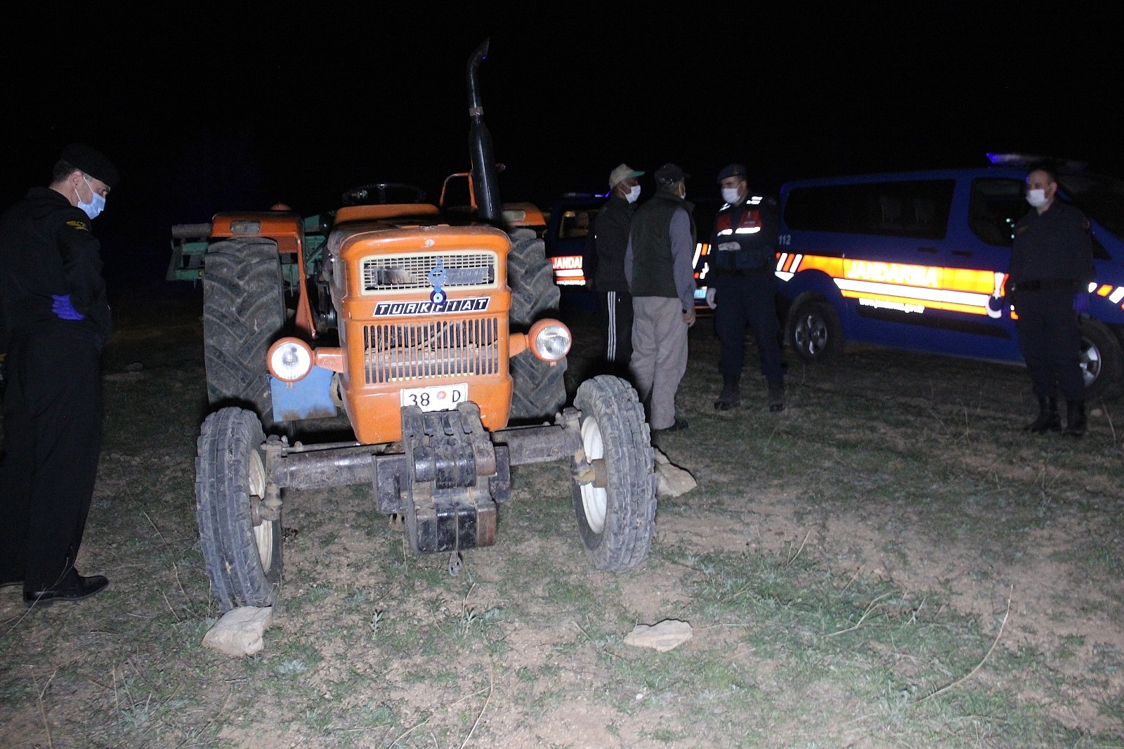2021/04/karamanda-traktorun-altinda-kalan-ciftci-hayatini-kaybetti-20210421AW30-3.jpg