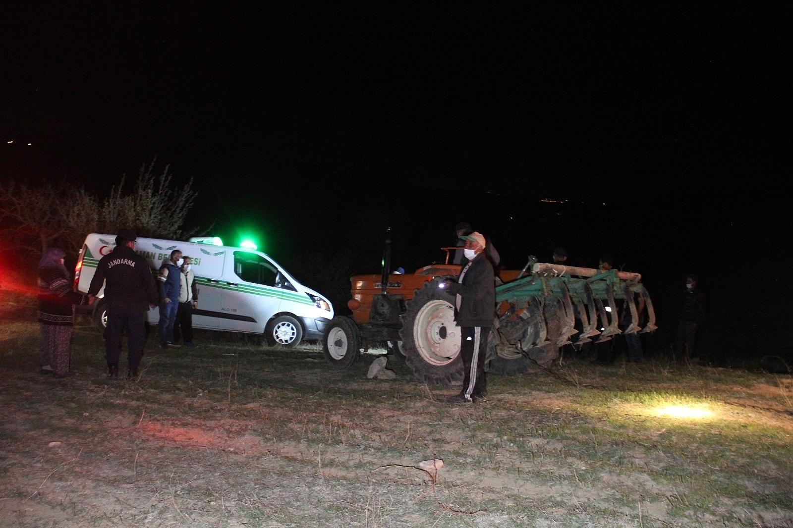 2021/04/karamanda-traktorun-altinda-kalan-ciftci-hayatini-kaybetti-20210421AW30-7.jpg