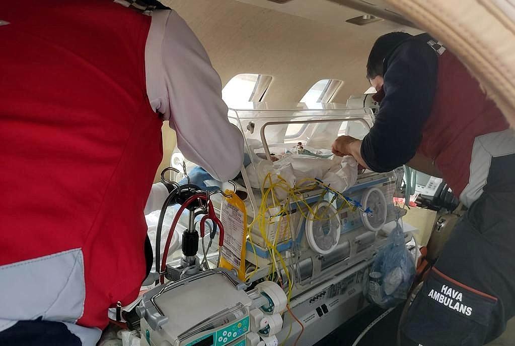 2021/04/ucak-ambulanslar-bebekler-icin-havalandi-20210417AW29-2.jpg