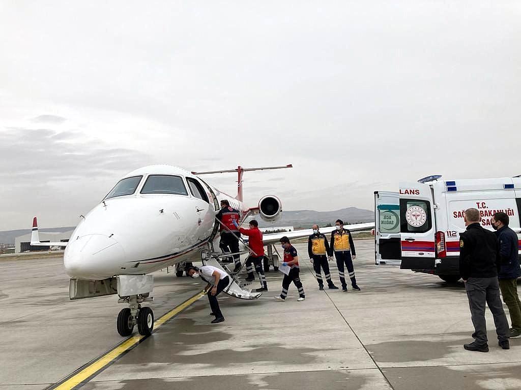 2021/04/ucak-ambulanslar-bebekler-icin-havalandi-20210417AW29-3.jpg