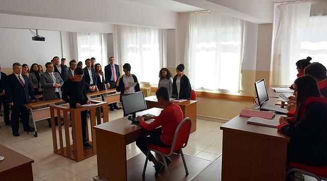 Öğrenciler Hâkim, Savcı, Avukat, Mübaşir, Sanık ve Davacı Oldu