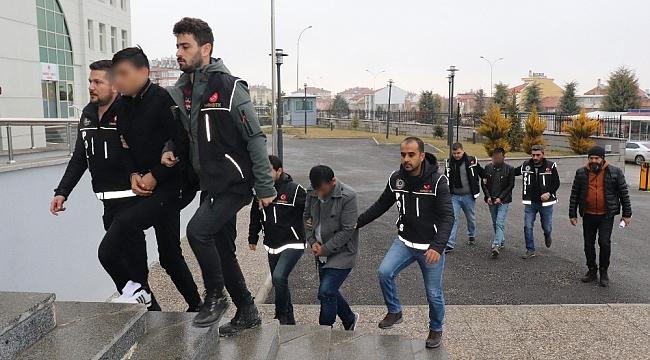 Karaman'da uyuşturucuyla yakalanan 3 kişi gözaltına alındı