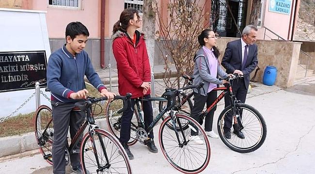 Kazancı'da okul birincilerine bisiklet ödülü