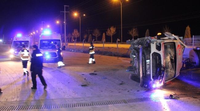 Ambulans'ın Tekeri Patladı Fabrika Bahçesine Girdi 3 Yaralı
