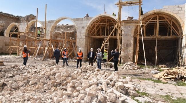 Obruk Hanı'nda restorasyon çalışmalarını sürdürüyor
