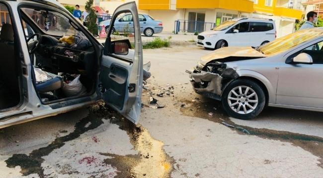 Ereğli'de iki otomobil çarpıştı: 3 yaralı