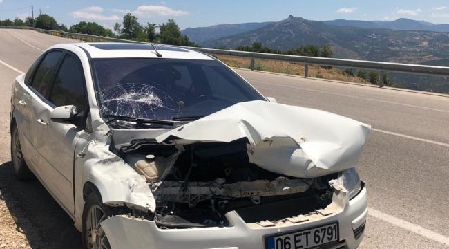 Ermenek Yolunda Otomobil bariyerlere çarptı
