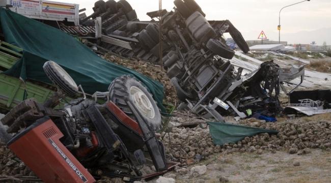 Ereğli'de Tır pancar yüklü traktöre arkadan çarptı: 3 yaralı