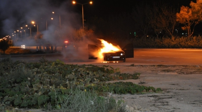 Karamanda Seyir halindeki otomobil biranda alev aldı