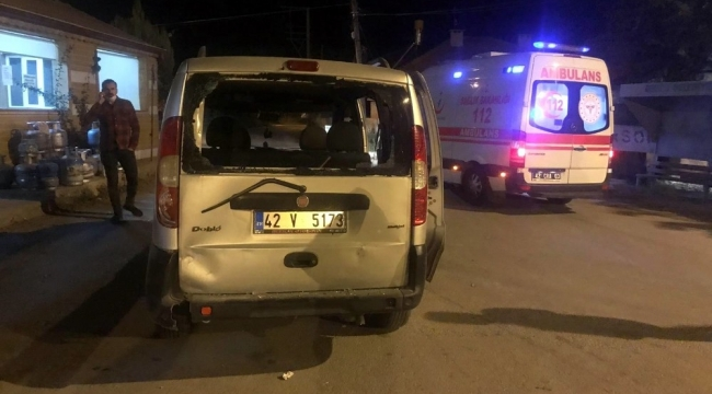 Motosiklet hafif ticari araca arkadan çarptı: 2 yaralı