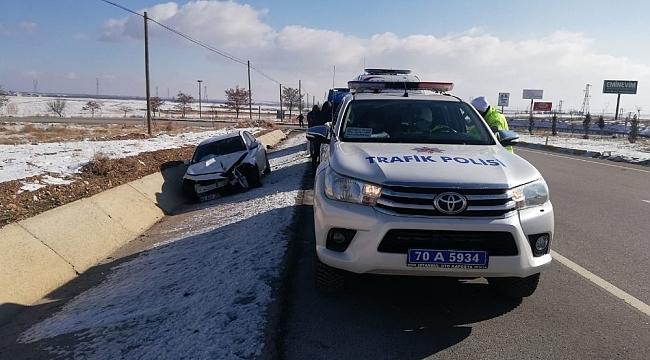 Lastiği patlayan otomobildekiler kazayı sıyrıklarla atlattı
