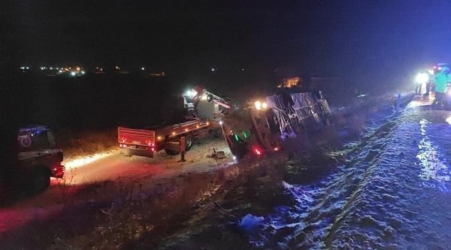 Karapınar'da, otomobil ve tır karıştığı zincirleme kaza: 5 ölü, 35 yaralı
