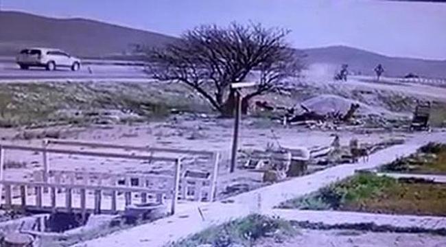 Karamanda Motosikletin yol kenarına uçma anı kameraya yansıdı