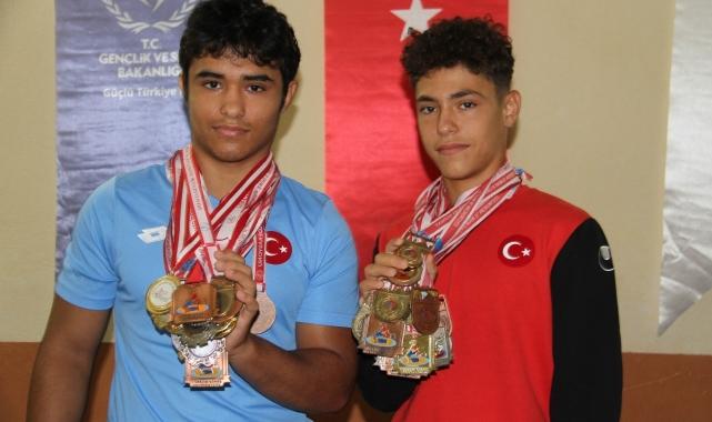 Konyalı milli güreşçi kardeşlerin yıldızı parlıyor