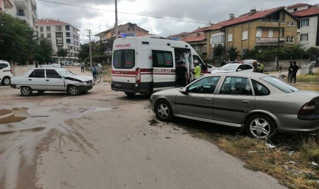 Aksaray'da iki otomobil çarpıştı: 2 yaralı
