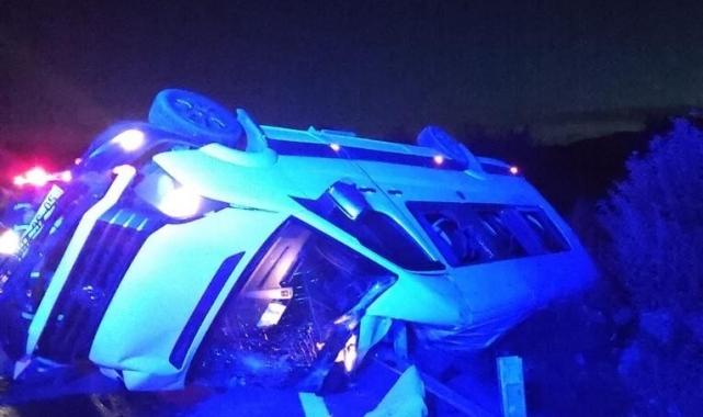 Kız istemeye gidenleri taşıyan minibüs devrildi: 15 yaralı